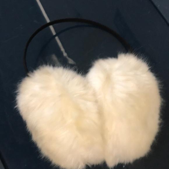Vintage Accessories - Cream fluffy fur earmuffs puff Pom vintage winter